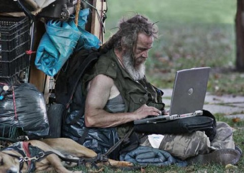 homeless-man-goes-wireless-715397-480x341